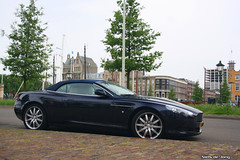 Aston Martin DB9 Volante (Niels de Jong) Tags: bw netherlands canon austin eos spider rotterdam martin nederland sigma convertible polarizer 18200 aston circular volante dbs pol roadster cabriolet v12 db9 veerhaven parkhaven polarisatiefilter nielsdejong 1000d zalmhaven ndjmedia