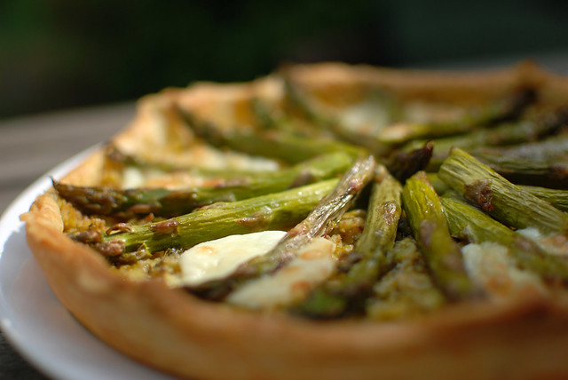 Quiche with green asparagus pesto and mozarella