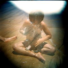 souvenirs de l'été (gleicebueno) Tags: sea summer dog praia beach mar child friendship memories cachorro amizade verão criança es espiritosanto lembranças manguinhos