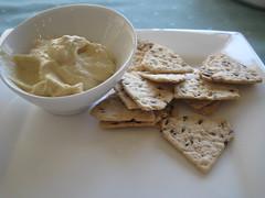 Hummus & Crackers