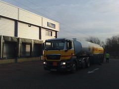 Man Shell Tanker Artic Lorry Delivering Diesel To Nightfreight Cambridge (wardn_10) Tags: cambridge man diesel shell lorry artic tanker fuel delivering nightfreight