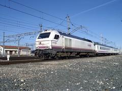 Iberia maniobrando en Miranda (elandroid) Tags: train de tren miranda ebro iberia renfe irun 334 adif biblao vossloh