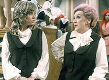 Wendy Richard (links)