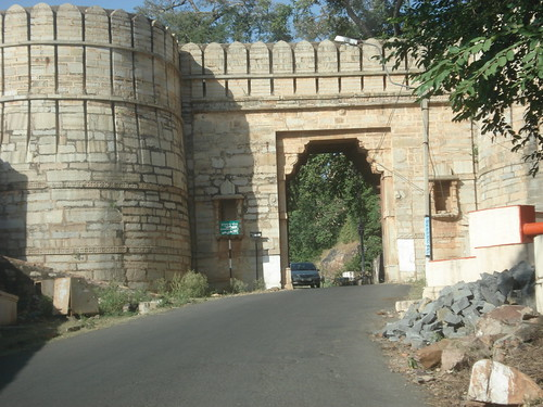 chittorgarh fort gate, on the way