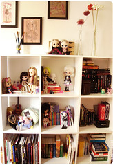 Some of my books and dolls (Sabrina Eras) Tags: studio room books bookshelf bjd blythe estante craftroom mnf plasticdoll minifee resindoll whiteshelf pukipuki