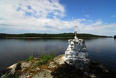 Blue and White (dr.zeppo) Tags: summer lake water suomi finland landscape buoy vesi kes jrvi saimaa kummeli tokinaatx12244 luonteri