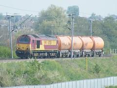 67024 Kingsthorpe 200411 (Dan86401) Tags: 67024 class 67 gm skip generalmotors ews dbs db schenker wilsonscrossing kingsthorpe northamptonshire 6f11 cement rmc class67