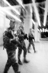 "Vigi-Pirate Station La Défense # 1 (Romain ""Ojabierto"" Thieriot) Tags: paris france underground blackwhite noiretblanc metro militaire ladéfense rer vigipirate bonpiedbonoeil collectifbonpiedbonoeil"