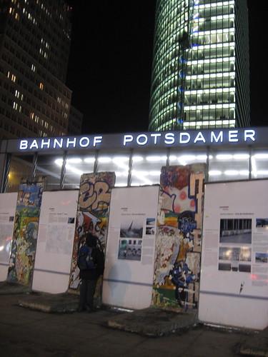 Berlim, Postdamer Platz com pedaços do Muro de Berlim