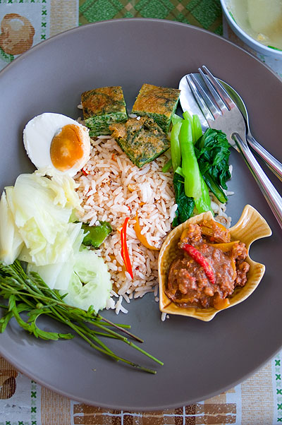 A dish of khao phat nam phrik long ruea, rice served with a chili-based dipping sauce and a variety of toppings, at a street stall in Bangkok's Banglamphu district