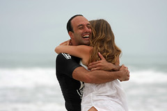 Love is all around (filipe mota rebelo) Tags: ocean sea portrait white love water girl brasil canon happy hug girlfriend surf waves dress retrato joy happiness babe atlantic blond winner romantic garota forever abrao moment 2008 campeonato vencedor itamambuca goldenglobe wetwetwet loveisallaround 40d platinumphoto isawyoufirst flickraward canoneos40d elitephotography