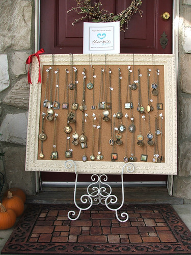 ideas to display jewelry at a garage sale - Craft Show Designs Necklace Displays