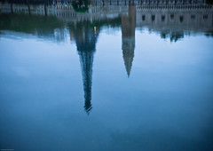 Day Dreaming (jon.noj) Tags: park venice paris architecture interestingness europe oct eiffeltower explore shenzhen 2009 windowsoftheworld interestingness480 nikond80 jonnoj thebestofday gnneniyisi jonbinalay