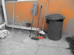 Rincon (Maria Jose Alvarez Rojas) Tags: escoba basurero esquinero trapeador