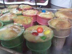 food cakes mom recipe cupcakes mms yum sweet delicious moms cupcake glaze treat cones icecreamcone cakecups
