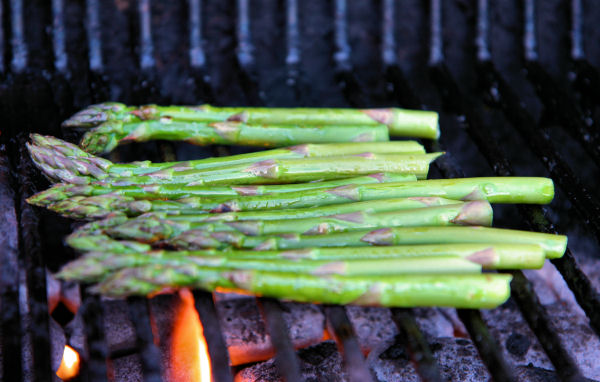 asparagus on the bbq 2238 R