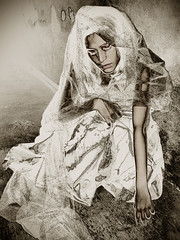 (Davii Rangda) Tags: portrait bw woman byn sepia sadness tristeza bride mujer solitude sad faces bs retrato femme ps bn mexique lonely caras soledad telas manray virado rostros cs3 virage toiles