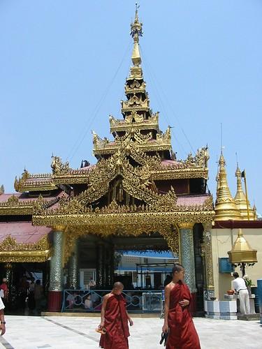 monniken in Sule Paya