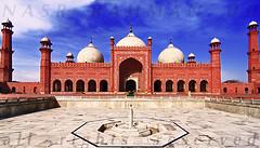 Badshahi Mosque - Front (Nasr Rahman) Tags: pakistan building angle wide mosque tokina historical rahman ppg 11mm lahore nasr uwa badshahi concordians masjig