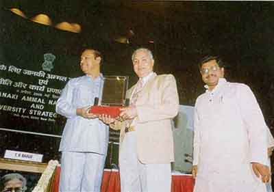 Prof. Jairajpuri being awarded the first Janaki Ammal National Award for Taxonomy