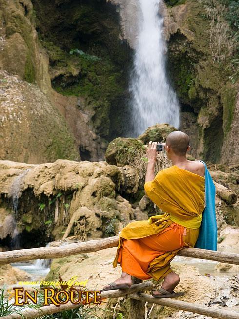 Tat Kuang Si Snapping Monk