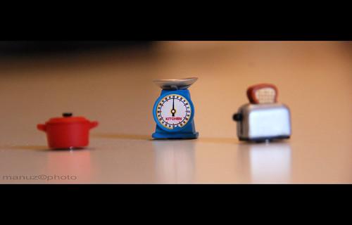 casa nikon piccolo rosso azzurro tavolo cucina peso acciaio bilancia pentola fetta tostapane elettrodomestici d80 utensili