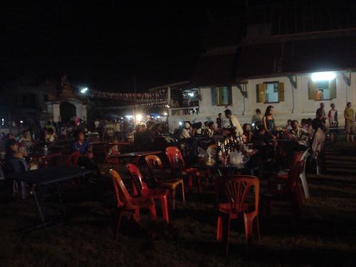 179.Champasak當地的慶典:當地民眾隨性地吃喝享樂
