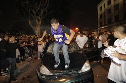Lakers fans 1
