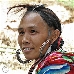 Love comb (NaPix -- (Time out)) Tags: portrait woman black love 6x6 face canon silver square asia vietnam explore earrings emotions comb sapa hmong goldtooth jewely 500x500 explored napix