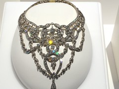 Diamond Necklace II (KianaP) Tags: museum gold necklace jewelry diamond minerals gem