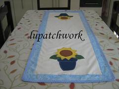 Trilho de mesa (luartesanato) Tags: patchwork tecido girassol trilho