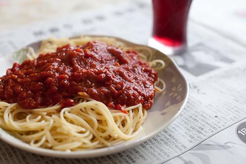 完成 トマトソースパスタ グレープジュース