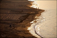 sul confine, senza fine. (_esse_) Tags: light sunset sea beach sand tramonto mare spiaggia luce sabbia neverending senzafine contuttiicrismi petalidacqua ederacompostissimo
