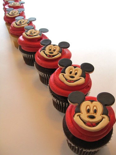 disney-mickey-mouse-party.jpg