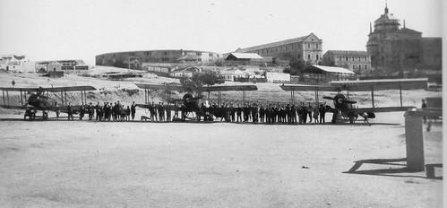 Aviones AVRO en la Escuela de Gimnasia de Toledo en octubre de 1924. Fotografía Rodríguez.