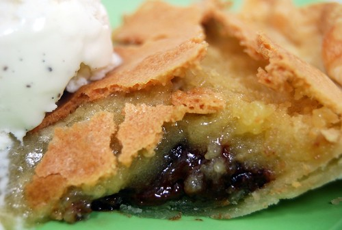 gooey tollhouse chocolate chip cookie pie