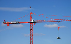 Equilibrium (III) (cormend) Tags: blue red sky building construction crane balance equilibrium nikond80 cormend