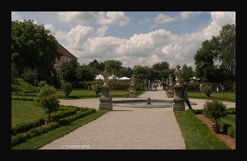 Seitenstetten Hofgarten- vom eingang 2008-06