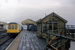 56032/50017 New Holland Pier 17/8/79 (Stapleton Road) Tags: class114 dmu diesel newhollandpier lincolnshire train 1979 railway station signalbox