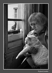madame Renée (gérard lavalette) Tags: portrait paris film cat chat femme oldwoman fenêtre gérard 11ème photographe naindejardin lavalette fiatlux cédricklapisch chacuncherchesonchat nikonf90 tousdroitsréservés ©gérardlavalette memorycornerportraits renéelecam gérardlavalettephotographeparis11ème gérardlavalettephotographeparis