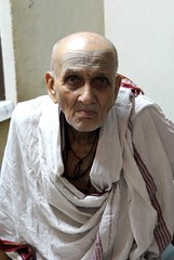 Vedamurti Joglekhar-ji (Shrimaitreya) Tags: india fire indian maharashtra priest soma hotr veda bharat sacrifice patni vedic brahman agni ahuti adhvaryu brahmanism vedism agnihotri agnihotra somayaga tretagni somayaja yajamana hotri dakshinagni