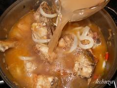 Fideua-añadir calamares y caldo