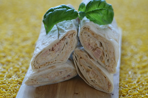 Tuna and chickpea wraps / Tortiljarullid tuunikala ja kikerhernestega