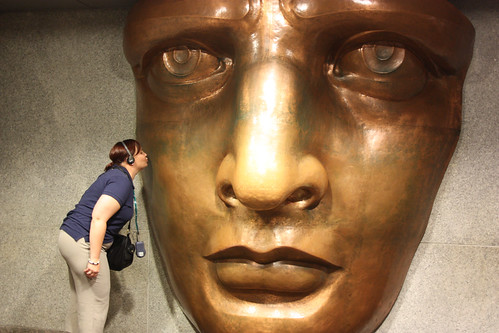 Fiona kisses the face of the Statue of Libery