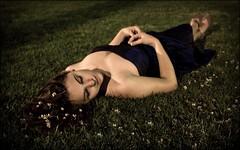 [フリー画像] [人物写真] [女性ポートレイト] [白人女性] [寝顔/寝相/寝姿] [ドレス]      [フリー素材]