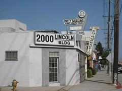 2000 LINCOLN BLDG (Joe Mud) Tags: santa party building home sign balloons office 2000 health monica lincoln care blvd bldg mngt lardas