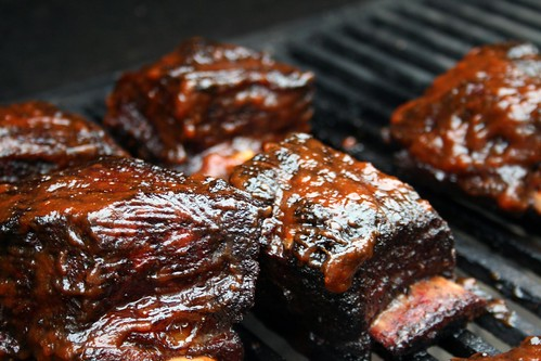 Glazing short ribs