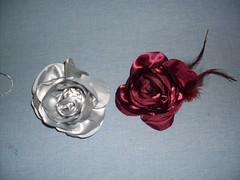 Rosas em cetim. (cuoreditrappo) Tags: pano flor roche tecido acessórios flres