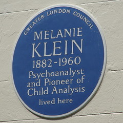 Photo of Melanie Klein blue plaque