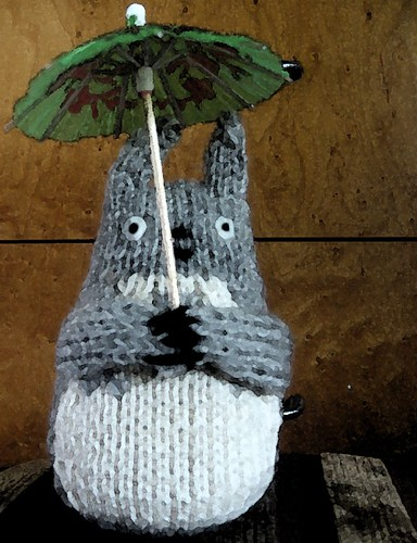 Totoro with Umbrella by acornbud